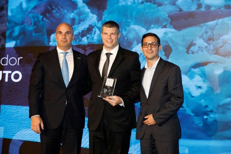 Premio a la excelencia agroexportadora, categoría lácteos para Saputo, en la foto David Nahum y Alejandro Marioni