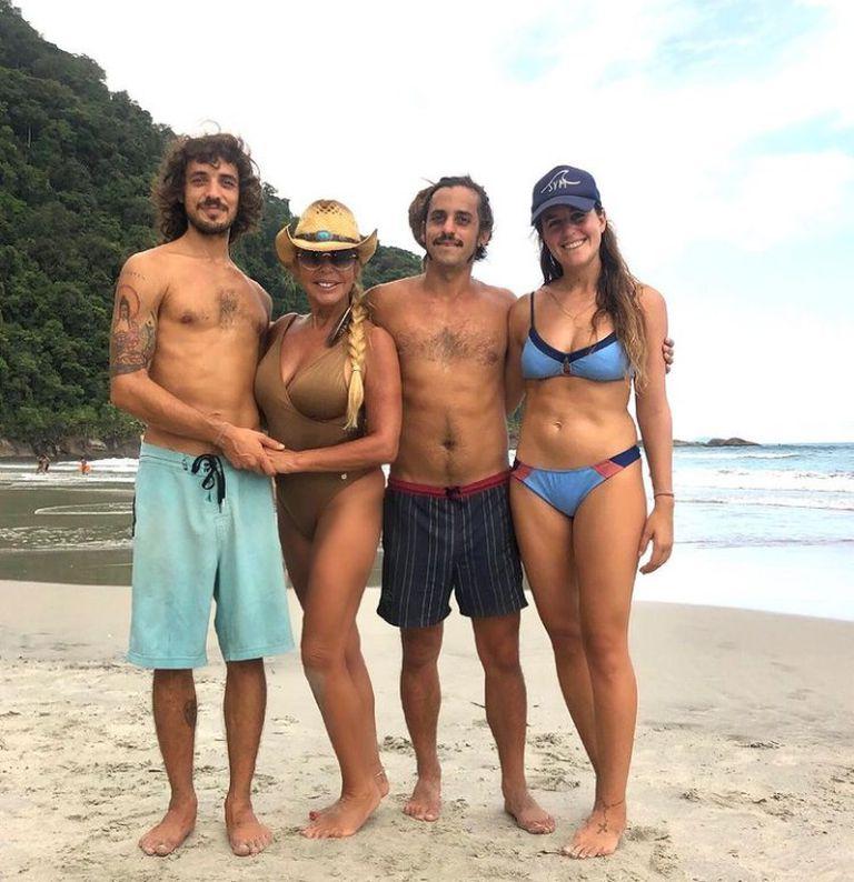 Liz Fassi Lavalle junto a sus hijos