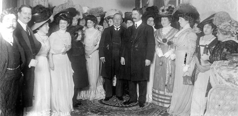 La polémica por los sombreros de las mujeres a comienzos del siglo XX