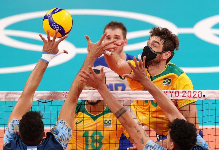 Por qué dos jugadores de vóleibol de Brasil juegan con barbijo pese a los riesgos