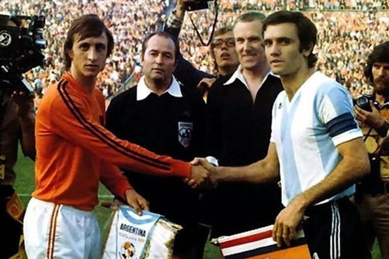 Cruyff y Perfumo, en el Mundial de 1974