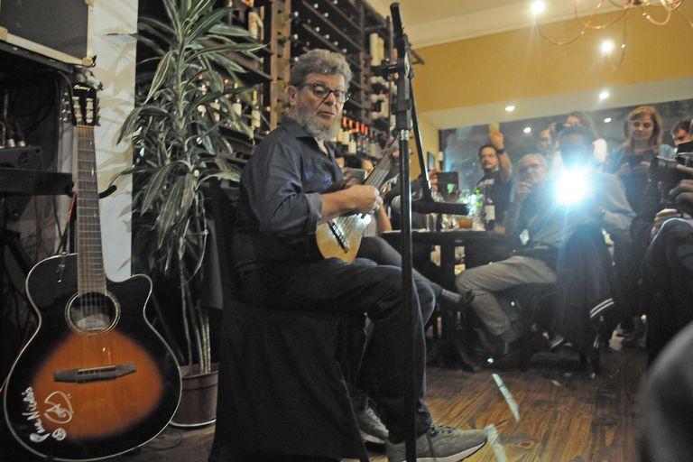 Gustavo Santaolalla en la presentación de sus vinos de bodega Cielo y Tierra en Goulu.