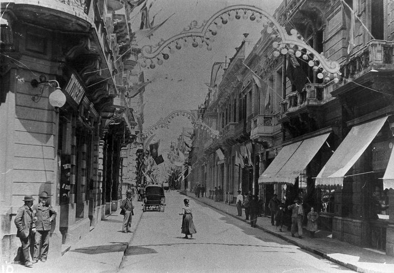 Calle Florida en 1905. Desde finales del siglo XIX y durante las primeras décadas del s. XX, los restaurantes franceses se instalaron allí, en la zona céntrica.