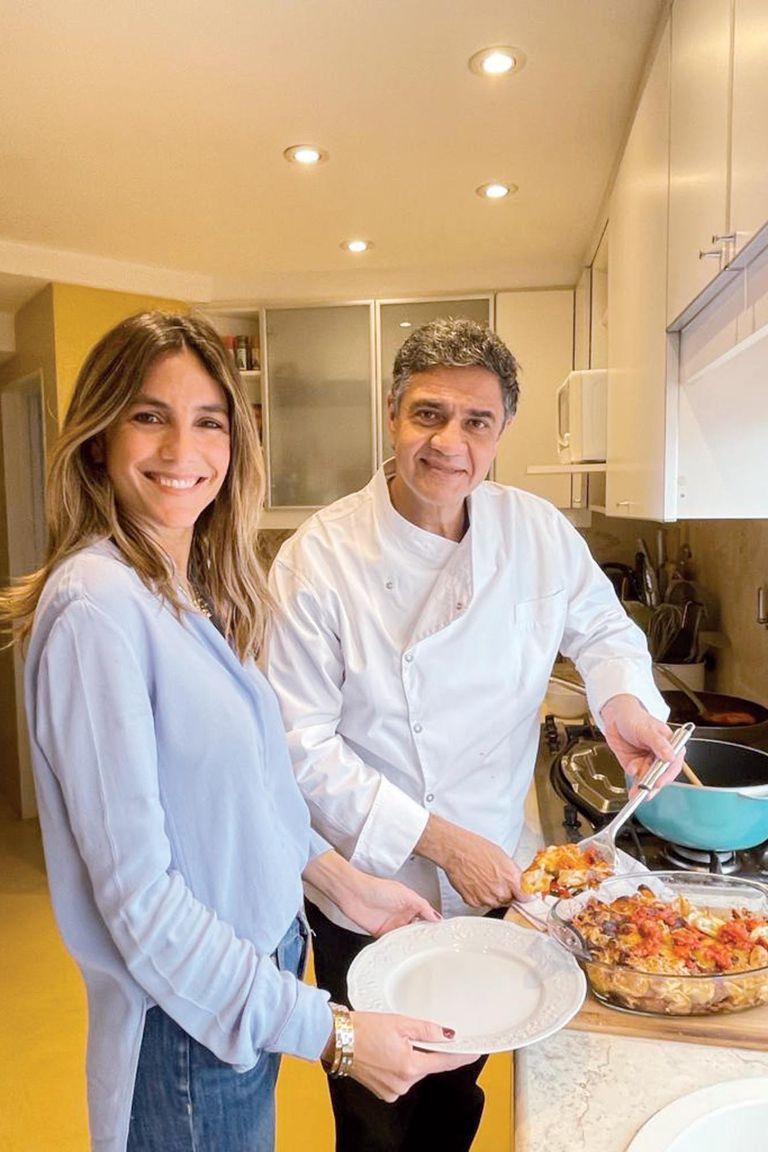 Durante la pandemia, Belén y Jorge hicieron transmisiones en vivo desde Instagram donde dejaron a la vista sus habilidades en la cocina. El intendente es un experto cocinero y, junto con Belén, forman un equipo con mucha aceptación en las redes.