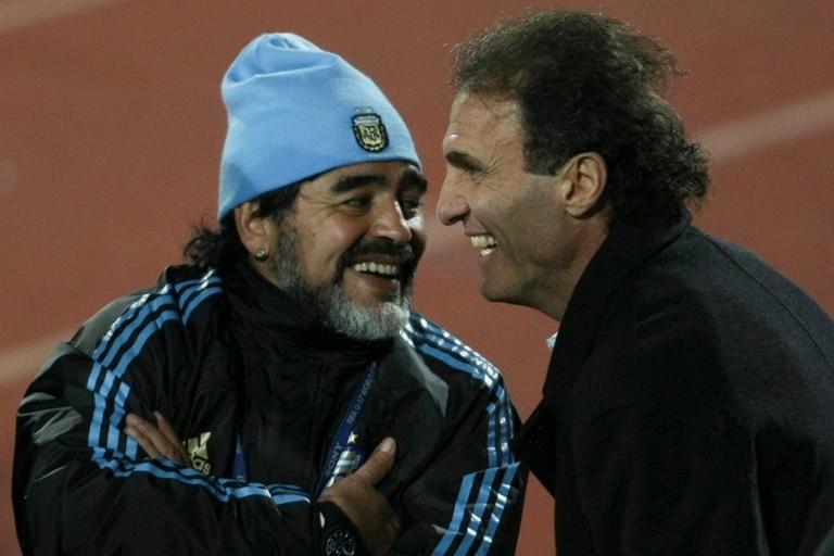 Diego Maradona y Oscar Ruggeri, en el Mundial de Sudáfrica