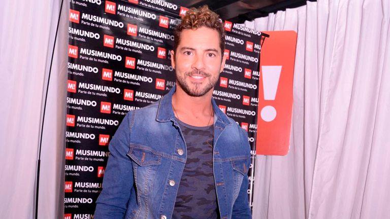 El cantante de Almería se encontró con sus fans argentinos para presentar su nuevo disco, Hijos del mar