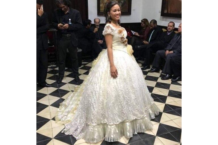 """Vestida para La Traviata. """"Detrás de mí, estaban los cantantes del Coro de Ópera del Teatro Teresa Carreño"""", cuenta"""