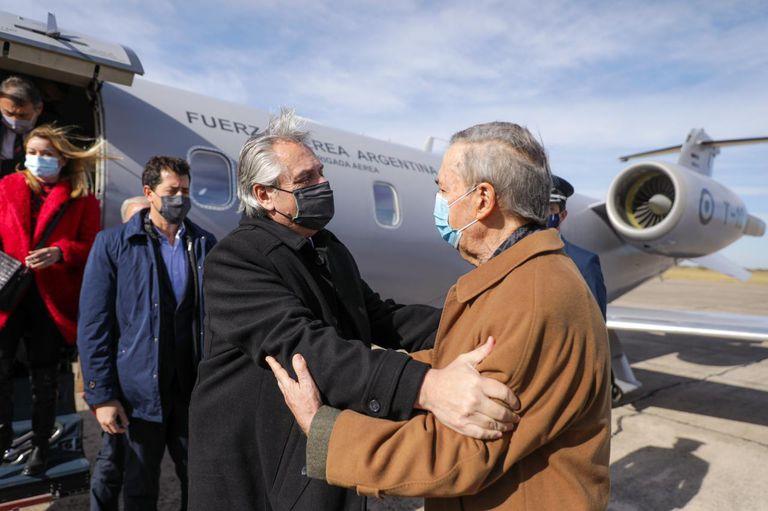 A Fernández lo acompañan los ministros De Pedro, Rossi y Katopodis.