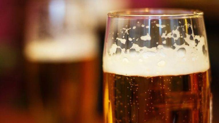 La reforma tributaria del Gobierno prevé un alza del impuesto a la cerveza de 8% a 17%