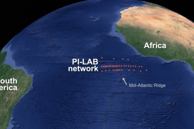 Los investigadores sumergieron 39 sismógrafos en una zona de la dorsal Mesoatlántica