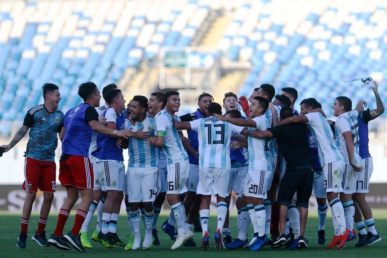 El festejo de Argentina después del triunfo por 2-1 ante Uruguay