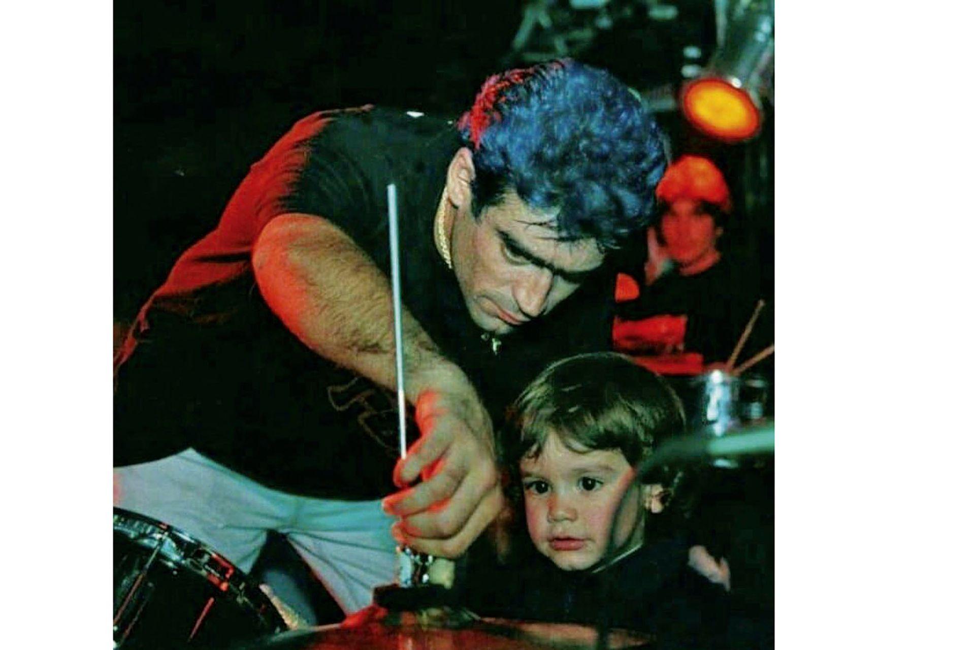 Rodrigo y su hijo, Ramiro Bueno, hoy de 23 años