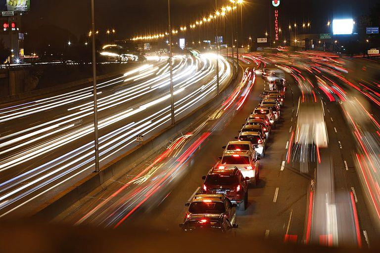 Cuando los corredores viales pasaron a manos del Estado, se revirtieron los contratos de Participación Pública Privada (PPP), varias estaciones se dasenchufaron del sistema electrónico