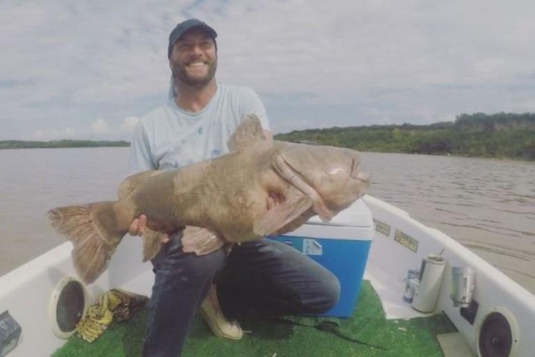 Pescaron en enorme ejemplar de manguruyú en el Paraná - Fuente: Facebook