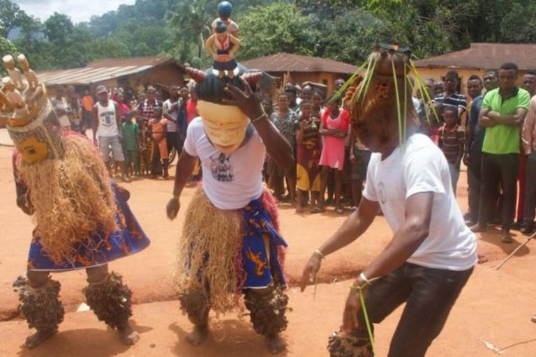"""En Ubang, cuando los niños aprenden a hablar el """"idioma masculino"""" es considerado un signo de madurez"""