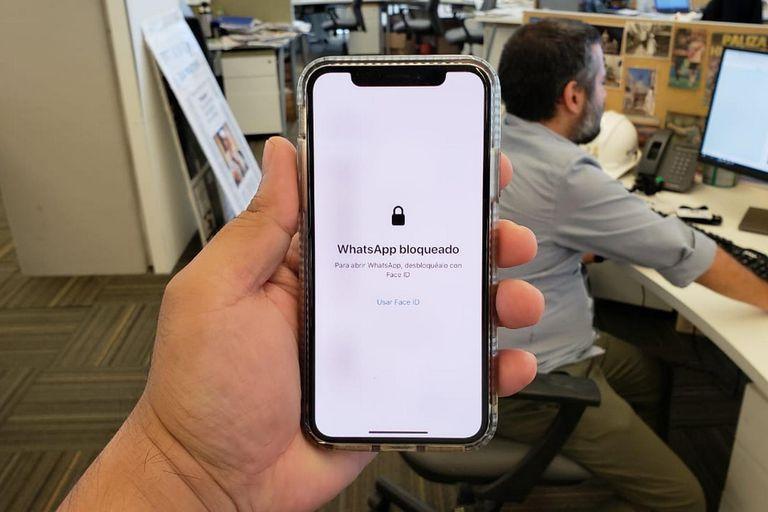 Ahora se puede bloquear WhatsApp con la huella o el rostro en teléfonos iPhone