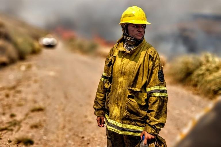 Tamara Toselli, con solo 23 años, cursa el 3º año de Veterinaria en Río Cuarto, es productora agropecuaria y bombera voluntaria