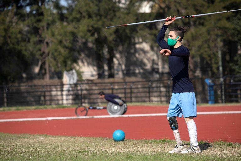 La pista de atletismo recuperó la actividad de los paradeportistas: lanzamiento de jabalina y carreras no convencionales, de nuevo en el Cenard.