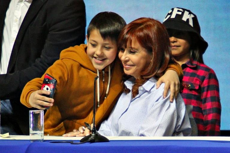 Cristina Kirchner presentó su libro en un estadio del partido de Malvinas Argentinas
