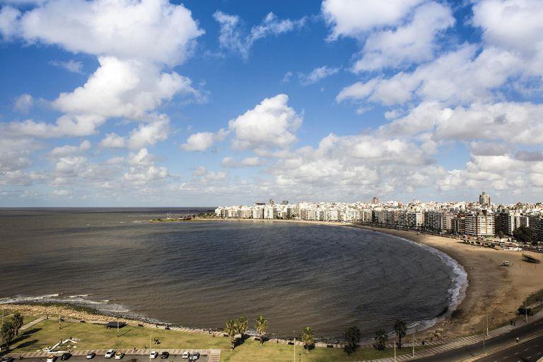 En medio de la reapertura de escuelas, Uruguay comenzó su campaña de vacunación contra el coronavirus
