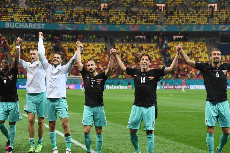 Los jugadores de Austria festejan el triunfo sobre Macedonia del Norte en la Eurocopa