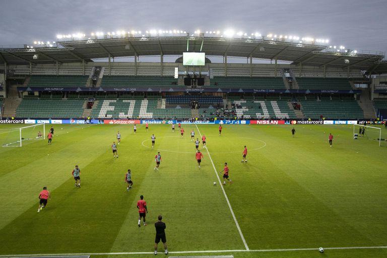 La última práctica de Real Madrid, sobre el césped del modesto estadio Lillekula, en Tallin