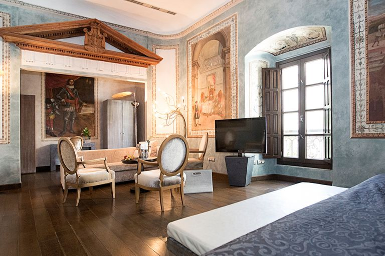 Los cuartos tienen pinturas prestigiosas en sus paredes