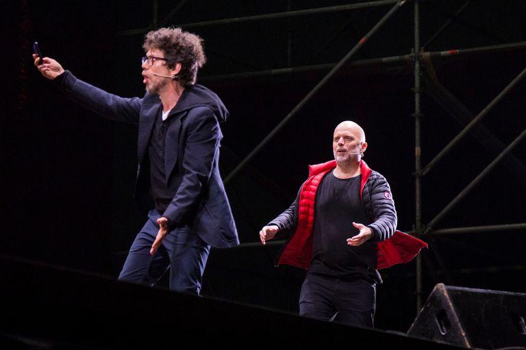 Peto Menahem y Sebastián Wainraich en Mandarine Park, en el debut de ambos en formato auto-teatro