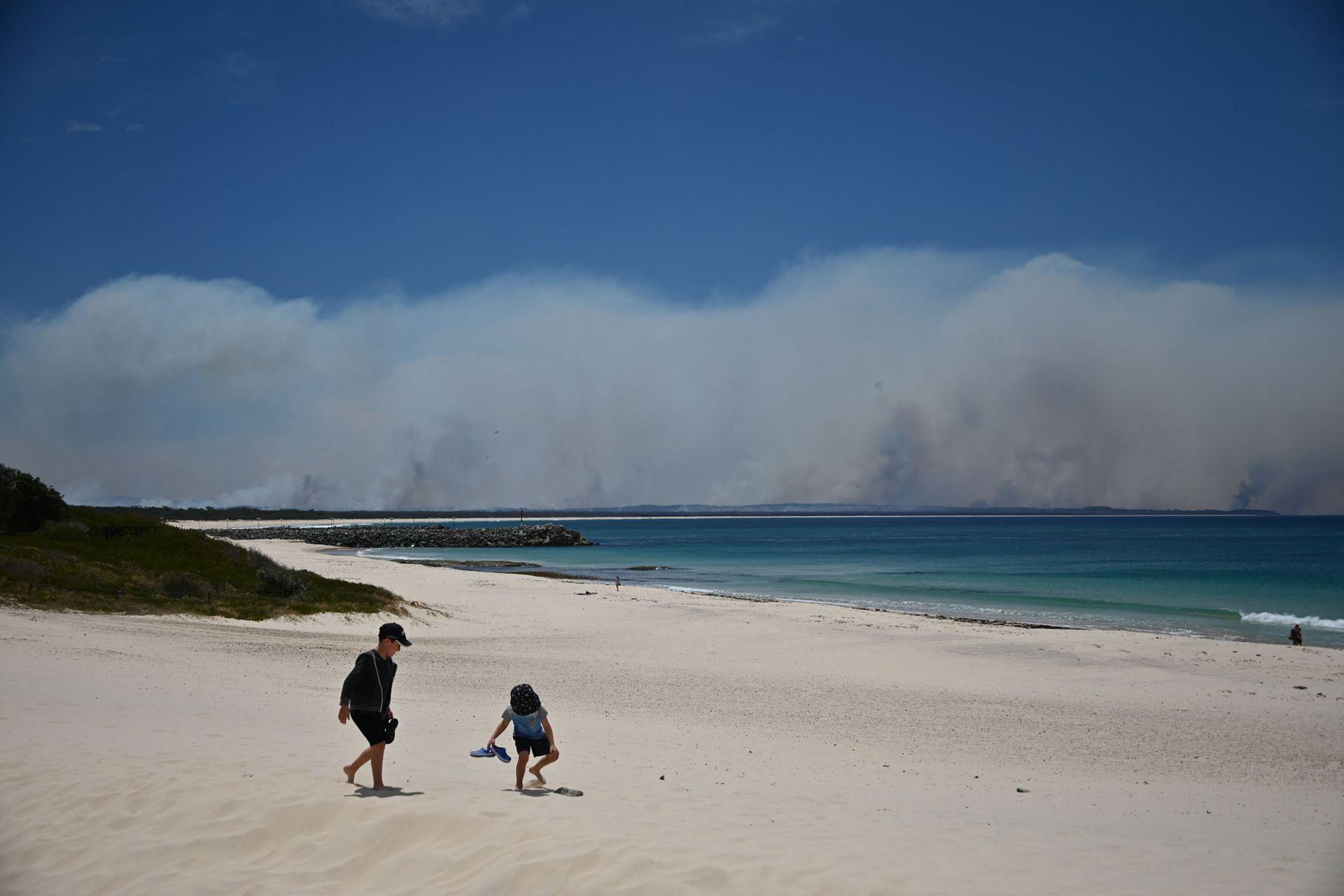 EL humo de los incendios puede verse desde varios kilómetros de distancia