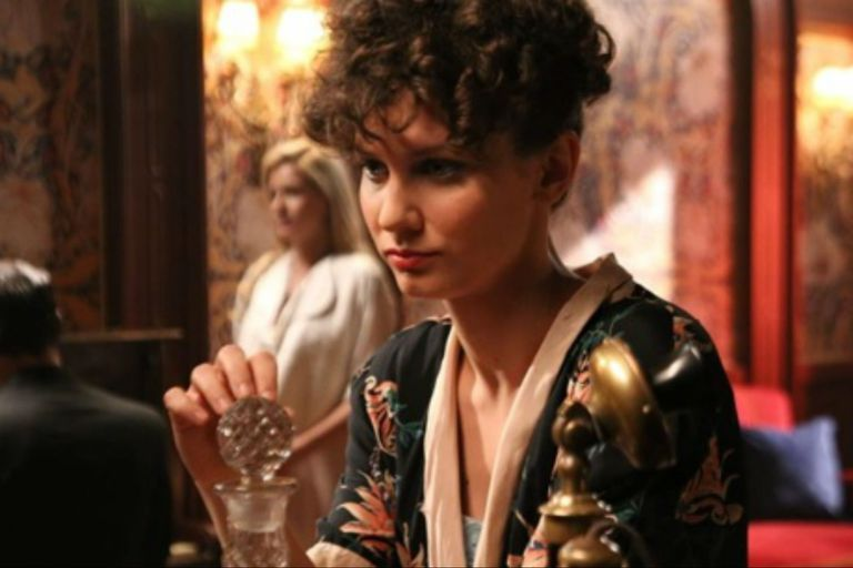 Daryna Butryk como Helga