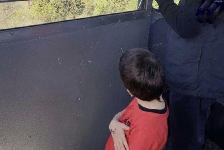 Nuevo giro en el caso del chico que sobrevivió a la tragedia del teleférico y fue secuestrado por su abuelo
