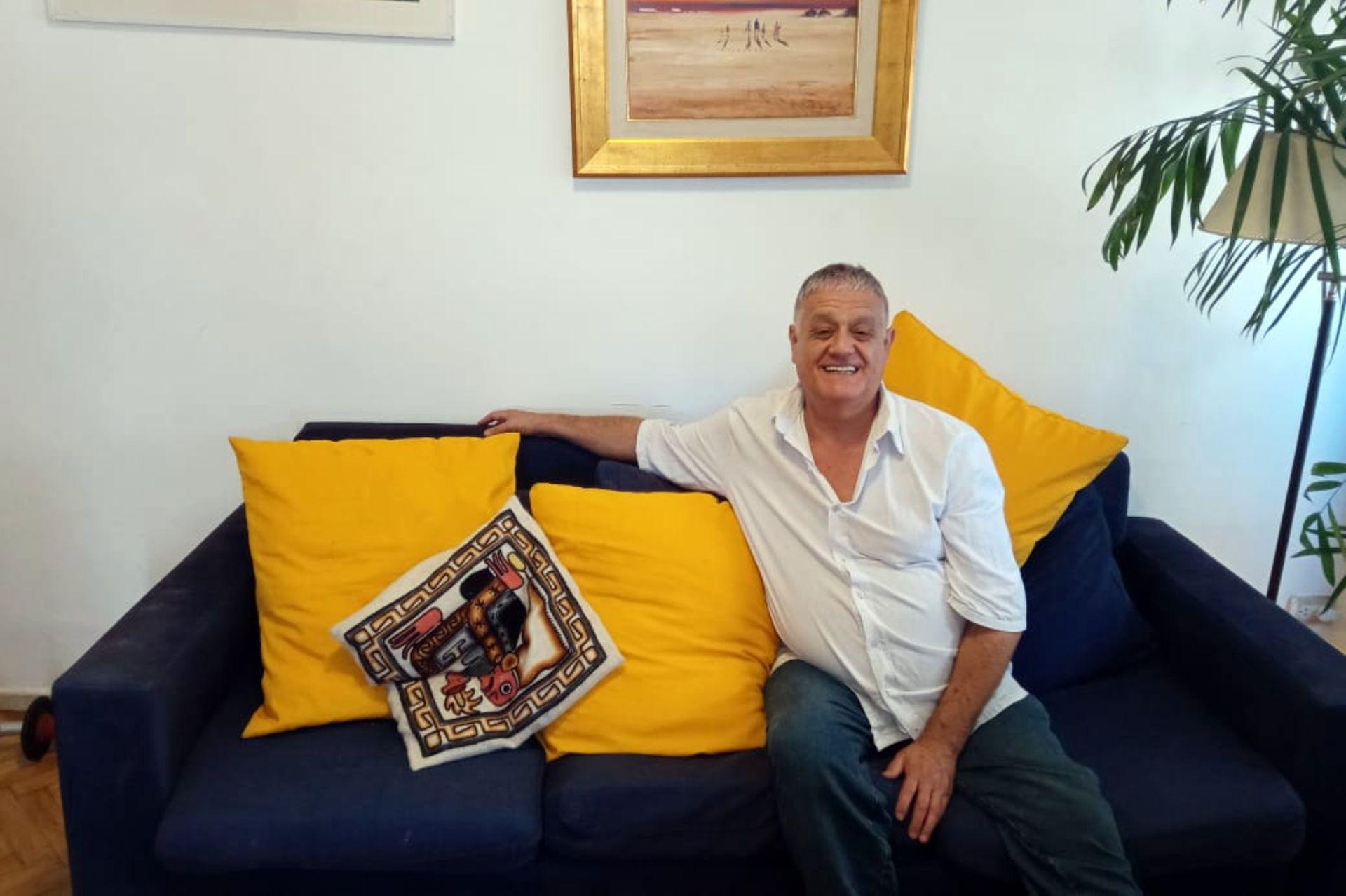 Ricardo hoy, en su hogar argentino.