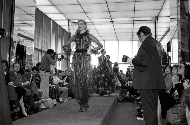 El lanzamiento de la colección otoño de 1980 en su sala de exposición en Nueva York.