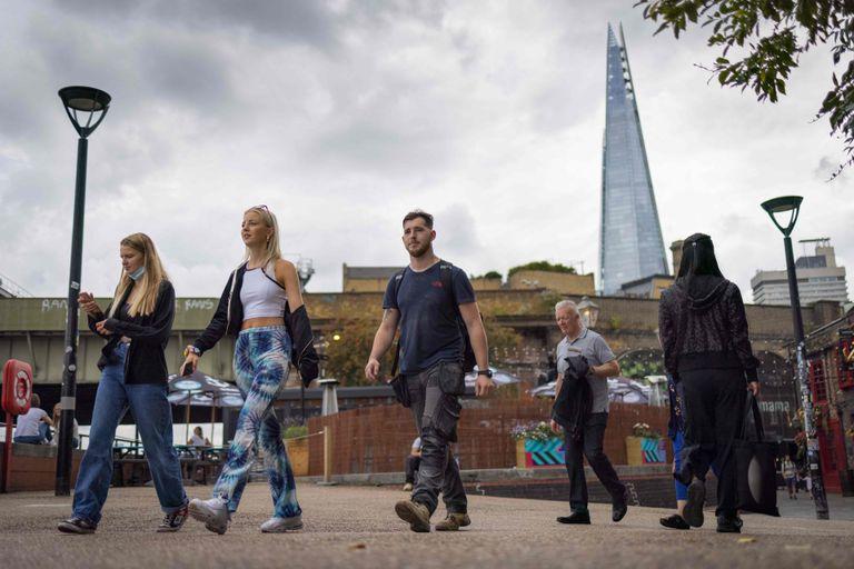 Residentes de Londres en Southbank (Photo by Tolga Akmen / AFP)