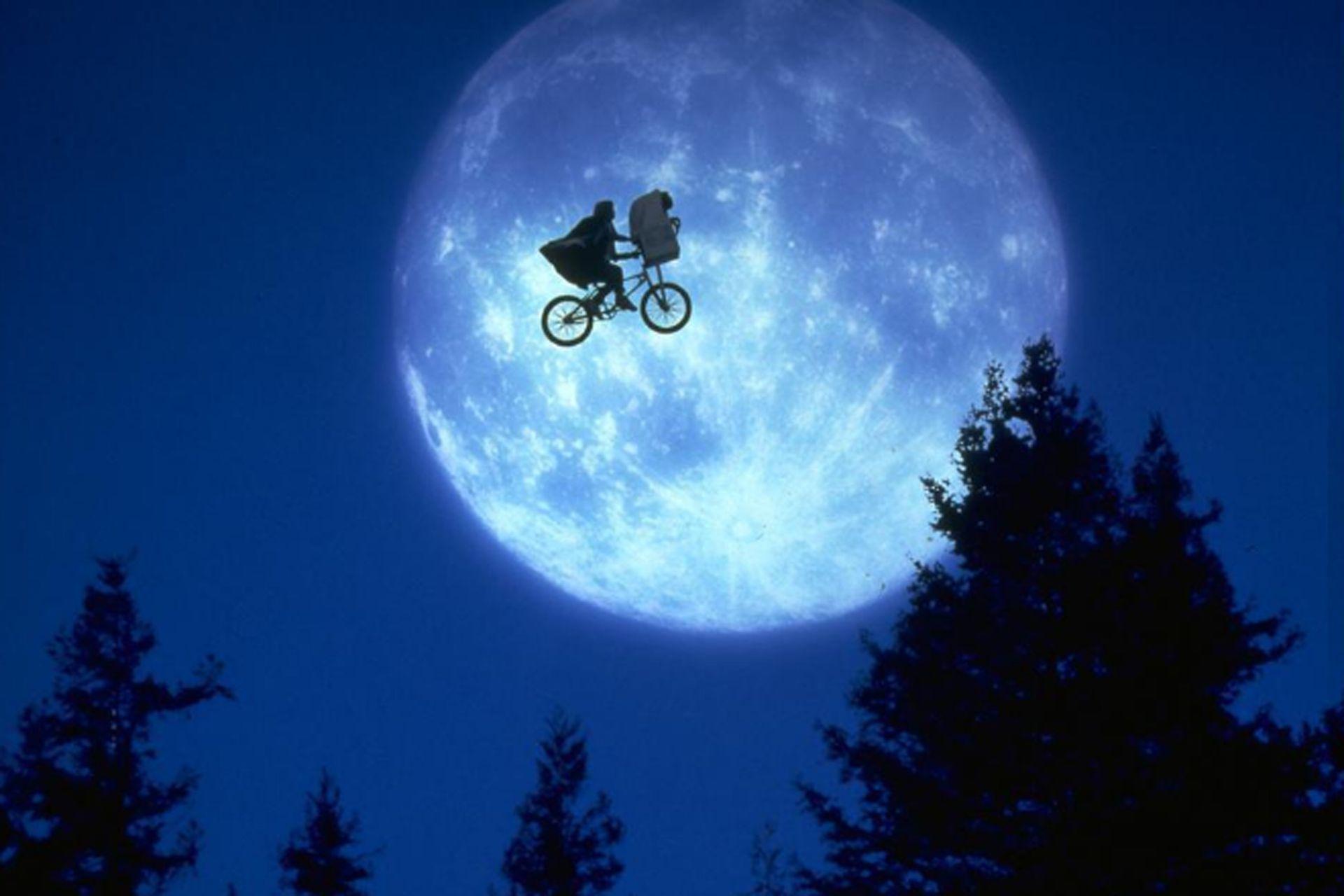 Una de las emblemáticas escenas de E.T