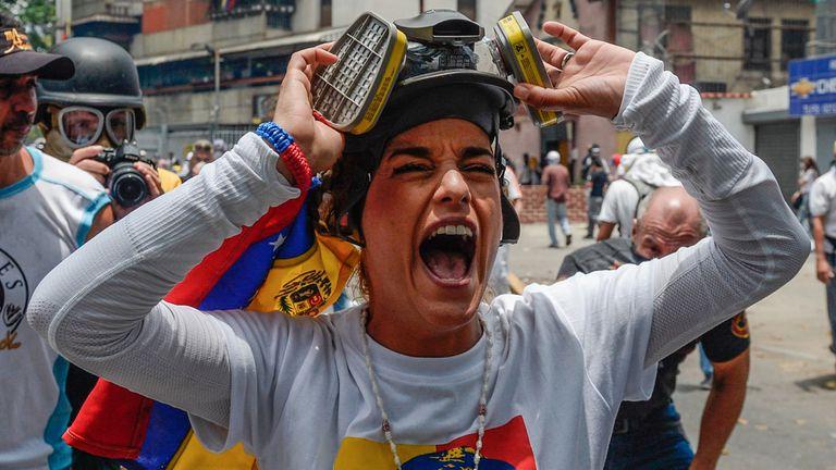 Miles de personas marchan contra el gobierno de Nicolás Maduro en Caracas