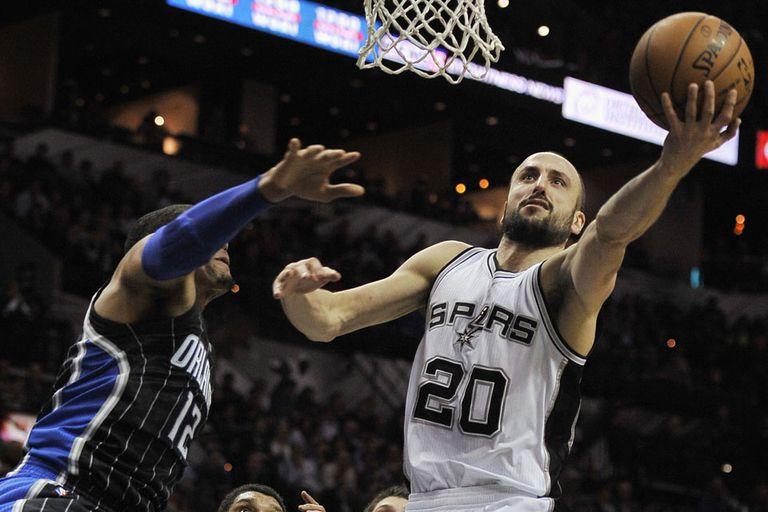 Manu Ginóbili hizo de todo y los Spurs vencieron a Orlando Magic