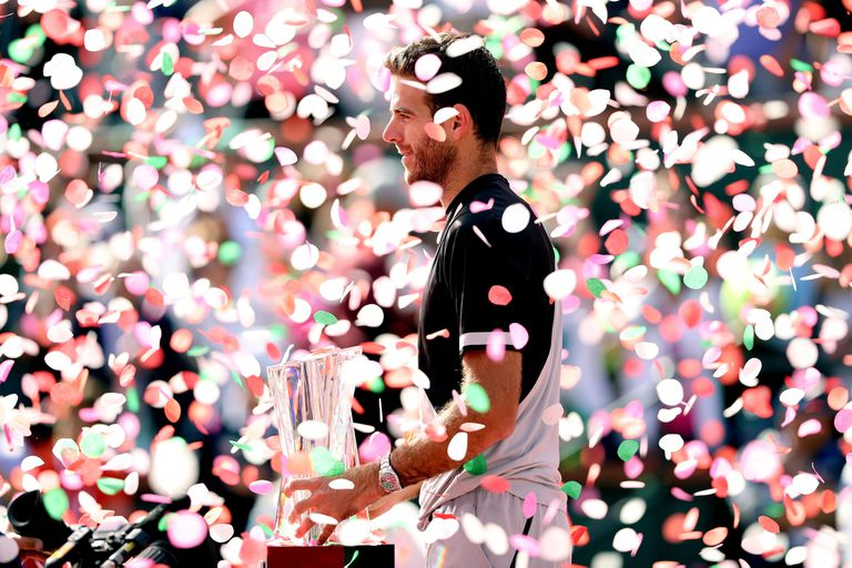 Delpo, rodeado de papelitos durante la premiación en Indian Wells