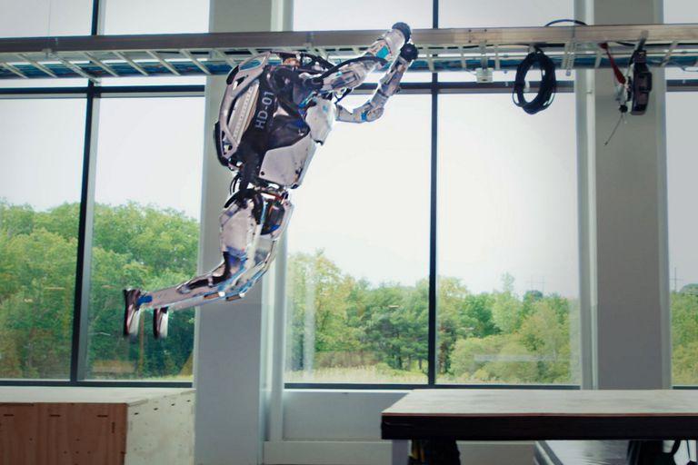Los robots de Boston Dynamics ahora superan obstáculos con un doble salto mortal