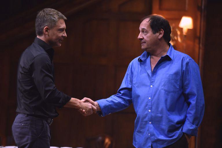 Un rato con él, Julio Chavez y Adráin Suar, hermanos en esta comedia dramática que fue éxito en el teatro y éxito en Teatrix