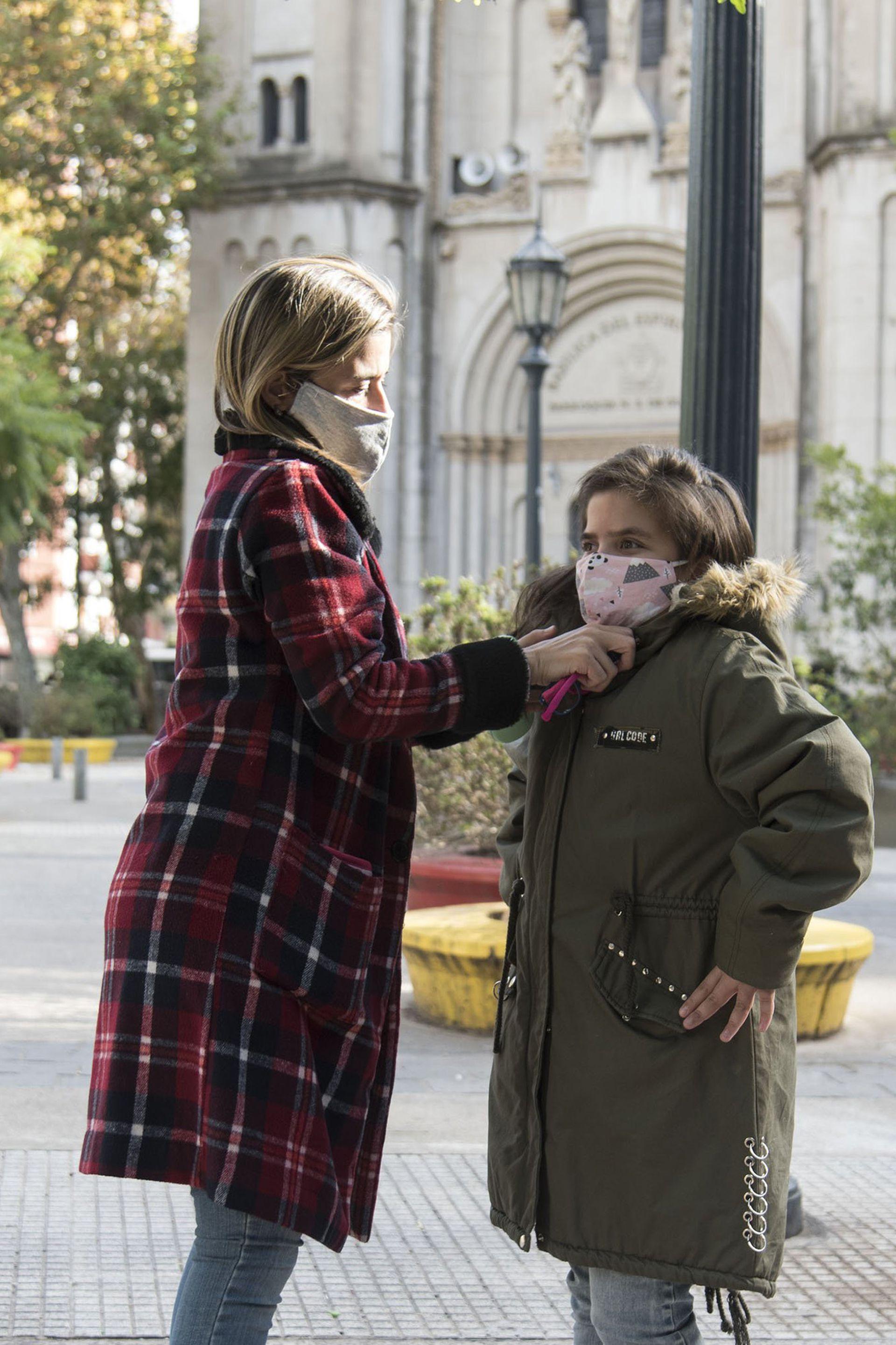 Lorena es divorciada y está con su hija Catalina, de 12, toda la semana.