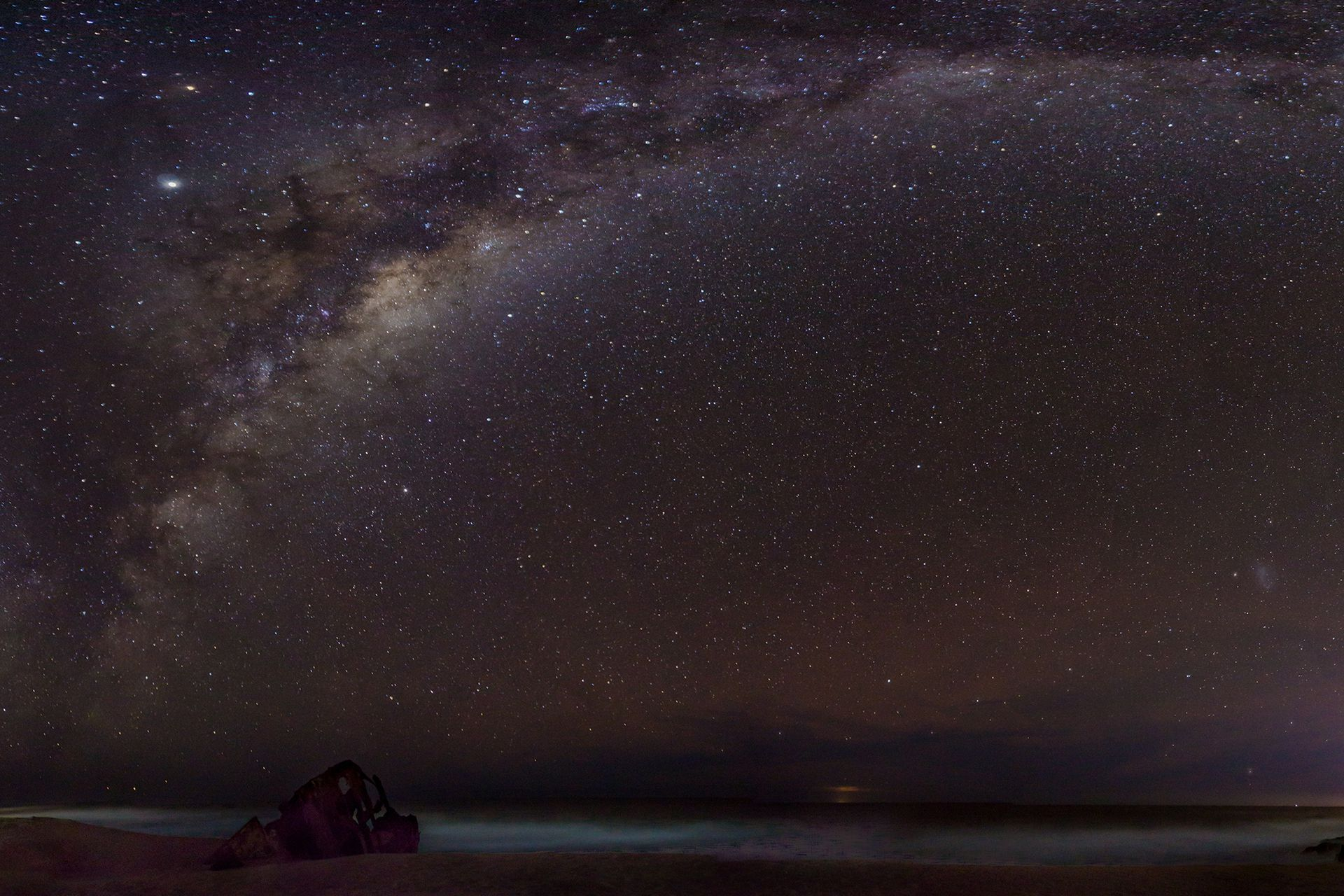 Una noche fría de invierno en la Playa del Barco de La Pedrera, Rocha. Es una composición de 9 fotos tomadas en vertical unidas.