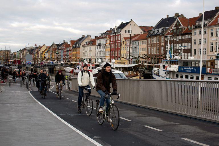 En Copenhague la mayoría de las personas se traslada en bicicleta; la seguridad ambiental fue uno de los puntos a considerar en el ranking que posicionó a la capital danesa como la más segura del mundo en 2021
