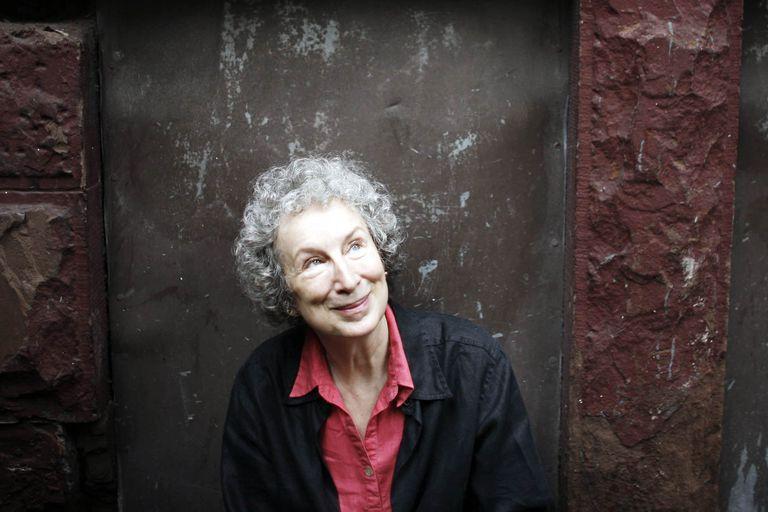 Más expectativa por el nuevo libro de Atwood: es finalista del Booker Prize