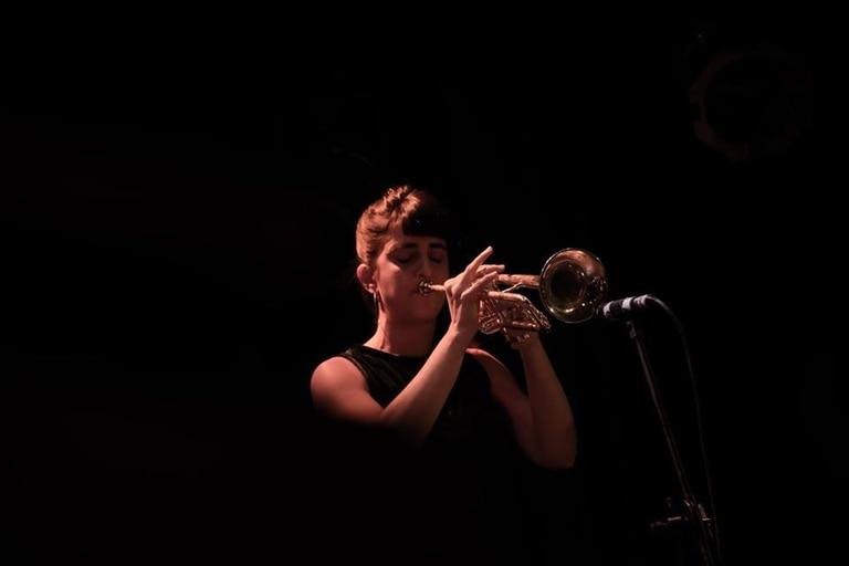 A sus 32 años, Jeanette Nenezian es la primera trompetista argentina de jazz egresada del Conservatorio Manuel de Falla