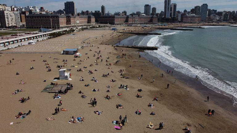Fin de semana largo en las playas de Mar del Plata