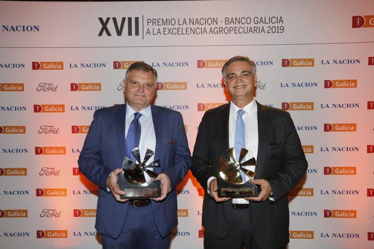 Salvador Muñóz y Miguel Ángel Muñóz, de Salvita, con el premio en su categoría y el Oro