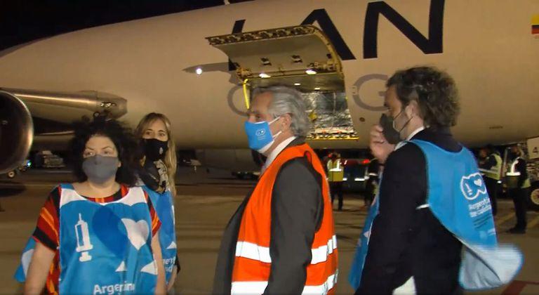 El presidente Alberto Fernández, junto a la ministra Vizzotti, la asesora Nicolini y el jefe de Gabinete, Cafiero