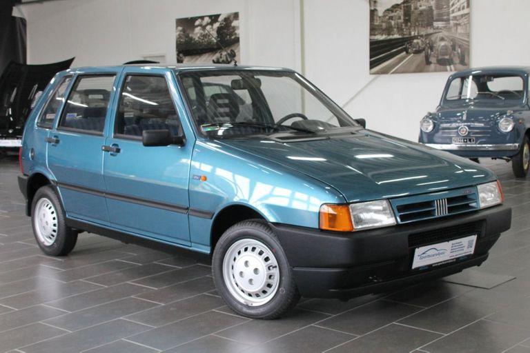 Un fabuloso Fiat Uno fabricado en 1996 fue puesto a la venta con tan solo 900 kilómetros de recorrido