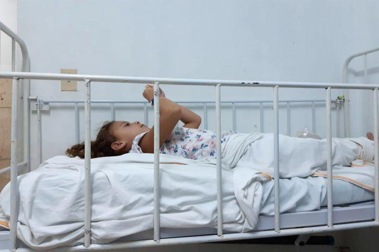Viajaron a Cuba y su hija enfermó: la odisea de una familia para volver al país